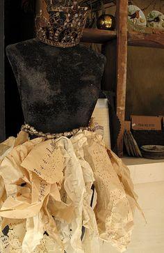 @Lisa Phillips-Barton Phillips-Barton Phillips-Barton Phillips-Barton Segrest Daly    Paper Ruffles & Black Velvet