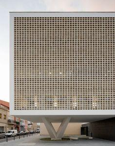 (PROGRÉS-RAVAL HEALTH CENTRE, BADALONA, Baas Arquitectes)