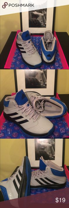 """Adidas Sneakers These are """"Ortholite"""" Adidas Sneakers, gently worn and very comfortable. The Sole is still new. They even have the Torsion System for foot bending ability. These are a 6 for a male Or and 8 for a lady. Adidas Shoes Sneakers"""