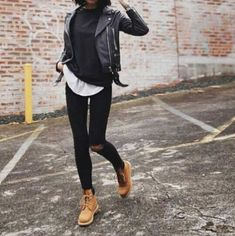 fashion-girl-winter-boots- Minimalist fashionable boots http://www.justtrendygirls.com/minimalist-fashionable-boots/