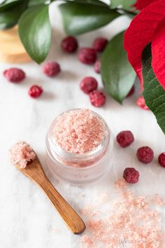 DIY Cranberry Lip Scrub Learn how to make a fruity and festive cranberry lip scrub! This easy DIY lip scrub recipe is perfect for Christmas and the holiday season. Real cranberry powder gently exfoliates while providing a delicious fruity fragra Sugar Scrub Homemade, Homemade Lip Balm, Sugar Scrub Recipe, Diy Cosmetic, Cranberry Powder, Lip Balm Recipes, Sweet Orange Essential Oil, Natural Beauty Recipes, Homemade Cosmetics