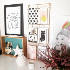 Mur pour cartes postales sur pinterest exposition de - Porte cartes postales mural ...