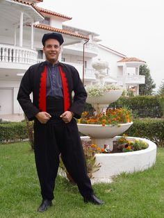 anatoliko-thessalonikis2 Greeks, Traditional Outfits, Clothing, How To Wear, Men, Dresses, Fashion, Outfits, Vestidos