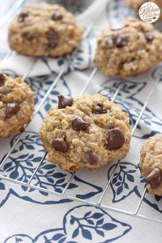 Caramel Dark Chocolate Chip Oat Cookies Recipe l www.a-kitchen-addiction.com