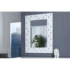 Ornez Votre mur de salon, de chambre ou de votre hall d'entrée avec ce fantastique miroir capitonné coloris blanc, son encadrement est réalisé en velours de...
