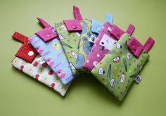 O meu tecido de frutinhas está aí ;) Cases para celular da Fernanda Schossler - Meia Tigela