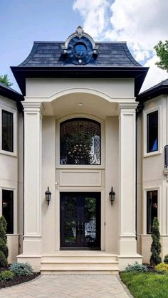 Two Story House Design, Classic House Design, Dream Home Design, Classic House Exterior, Dream House Exterior, Narrow House Designs, House Outside Design, House Elevation, Facade House