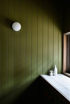 Green timber panels star in celebrated coastal home - The Interiors Addict Shiplack Walls, Kennedy Nolan, Reeded Glass, Timber Panelling, Wall Panelling, Wood Paneling, Hanging Curtains, Rustic Walls, Brickwork