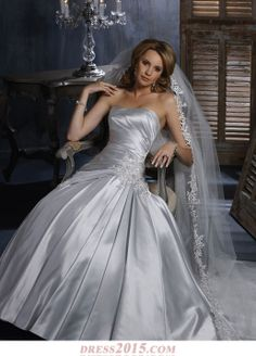 Vestidos de novia en color gris plata