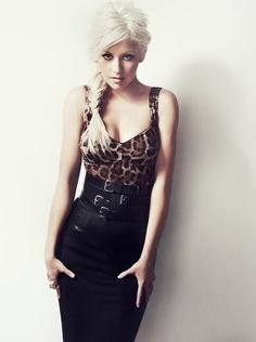 Super sexy outfit. Love the leopard print top! Picture of Christina Aguilera