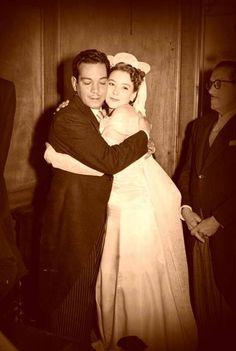 Silvia Pinal y Cantinflas en su boda. Cantinflas fue su testigo.