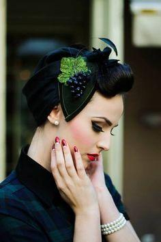 Edler Tropfen für Bacchus´ Braut Headpiece Trauben von Billies goes Jazzafine auf DaWanda.com