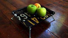 Нестандартное решение: корзинка для фруктов из номерных знаков.