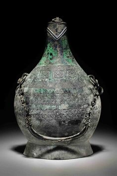 AN UNUSUAL BRONZE FLASK - LATE SPRING AND AUTUMN/EARLY WARRING STATES PERIOD, 6TH-5TH CENTURY BC