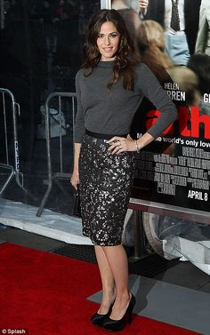 Jennifer Garner: Oscar de la Renta; lace skirt w/ a grey 3/4 sleeve top. Totally not drab.