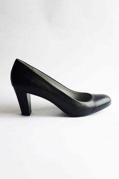 Chaussures en cuir noir à talons moyens