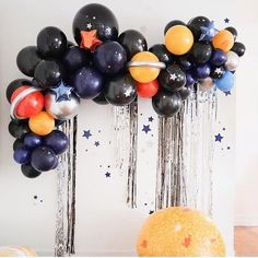 Great balloon decor for a room birthday party - Weihnachtsball - Decoration Balloon Garland, Balloon Decorations, Black Party Decorations, Balloon In A Balloon, Space Theme Decorations, Balloon Arrangements, Balloon Backdrop, Balloon Party, Party Garland
