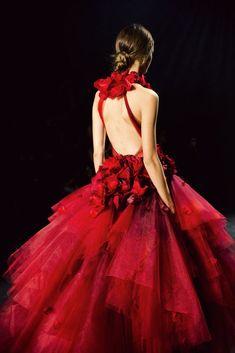 Marchesa Couture (Détails) 2016 New York Fashion Week Red Fashion, New York Fashion, Couture Fashion, Runway Fashion, High Fashion, Marchesa Fashion, Floral Fashion, Style Feminin, Dresscode