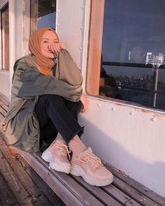 hijab abaya Image may contain: 1 person, shoes. Modern Hijab Fashion, Hijab Fashion Inspiration, Muslim Fashion, Modest Fashion, Fashion Outfits, Fashion Shoes, Hijabi Girl, Girl Hijab, Hijab Outfit