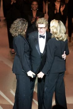 Saint Laurent Spring 2002 Couture Fashion Show - Yves Saint Laurent with muses Laeticia Casta and Catherine Deneuve at the close of his final show, January Couture Fashion, Girl Fashion, Fashion Show, Couture Collection, Designer Collection, Ysl, French Girl Style, Paris Design, Catherine Deneuve
