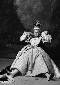 Helen Mirren takes a break from being Queen Elizabeth I