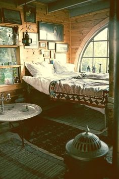 rustic modern – Interior Design Ideas, Home Design, Furniture Design, Decoration Bohemian Bedrooms, Indie Bedroom, Home Bedroom, Bedroom Decor, Eclectic Bedrooms, Bohemian Homes, Dream Bedroom, Bedroom Ideas, Bohemian Style