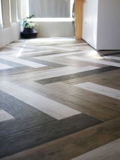DIY Flooring Projects - Herringbone Floors with Vinyl Stick Down Planks - Cheap Floor Ideas for Thos Vinyl Plank Flooring, Diy Flooring, Flooring Options, Kitchen Flooring, Hardwood Floors, Vinyl Planks, Bathroom Flooring, Cheap Flooring Ideas Diy, Cement Floors