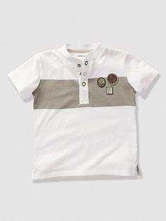 T-shirt com decote tunisino e mangas curtas, para menino