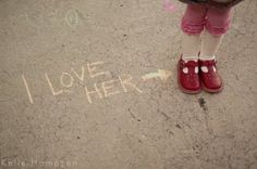 "kidz: Back to School Photo Ideas Maybe with ""kindergarten"" or ""class of Children Photography, Family Photography, Photography Tips, School Photography, Baby Photos, Family Photos, Enjoying The Small Things, Thing 1, Sidewalk Chalk"