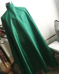 Poncho Style, Green Highlights, Salon Interior Design, True Red, Couture, Capes, Hairdresser, Hair Cuts, Barbershop