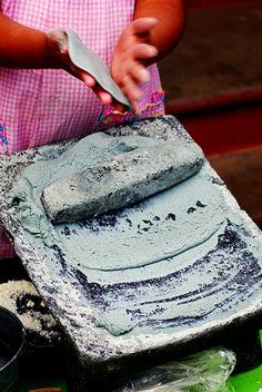 Tortillas hechas con masa de maiz azul, hechas a mano!