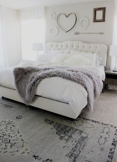 Check Out 37 Impressive White Bedroom Design Ideas. White is a Royal color – it's the color of purity and beauty. A white bedroom looks relaxing, inviting and calm, it's like sleeping on a cloud. Dream Rooms, Dream Bedroom, Pretty Bedroom, Farmhouse Master Bedroom, Bedroom Inspo, Design Bedroom, Bedroom Inspiration, Beautiful Bedrooms, Interior Design