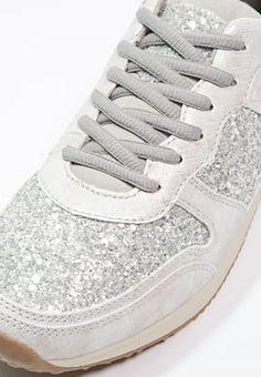 best service f376e 204f0 Lage sneakers Tamaris Sneakers laag - silver zilverkleurig  69,95 € Bij  Zalando (op 19 04 16). Gratis verzending   retournering, geen minimum  bestelwaarde ...