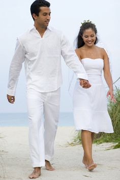 informal-beach-wedding-dress    http://www.bellabeachweddings.com/