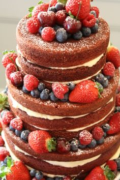 Naked Cake Red Velvet with Cream Cheese and berries