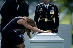 Susan Myers, widow of Maj. Moving Photos, Military Life, Military Families, Real Hero, Life And Death, Galaxy Wallpaper, American Pride, God Bless America, Armed Forces