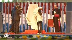 En su encuentro con los jóvenes de Paraguay, el Papa Francisco quedó conmovido por el testimonio de la joven Liz Pretes, que a sus 25 años cuida de su madre con Alzheimer y de su abuela.