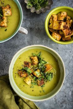 Spinach, coconut and zucchini soup with garlic croutons – a healthy, filling and flavourful recipe.