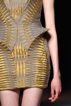 Iris Van Herpen at Paris Fashion Week Fall 2016 Iris Van Herpen at Paris Fashion Week Fall 2016 - Details Runway Photos 3d Fashion, Fashion Week, Modern Fashion, Fashion Details, Couture Fashion, Runway Fashion, High Fashion, Fashion Show, Womens Fashion