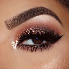 BROWS @anastasiabeverlyhills Brow Wiz in Soft Brown & Dipbrow Pomade in Chocolate with Clear Brow Gel to set. EYES @makeupgeekcosmetics eyeshadows Peach Smoothie/Crème Brûlée in the Crease with Cocoa Bear in the Crease Cherry Cola on the lid Corrupt on outer V @stilacosmetics Magnificent Metal Eye in Kitten on the inner lid & corner Cherry Cola & Cocoa Bear on the lower lash line @tartecosmetics Tartiest Clay Cream Liner LASHES @gabriellalashes in Luxury @toofaced Better Than Sex Mascara…