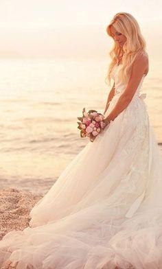 beach wedding dress by mariabelen.valenzuela
