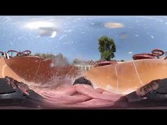 Wavy slides, in which one takes off again and again on a length of 55 to 60 meters and is surprised by unexpected jumps. Music Clips, Vr, Surfing, Surf, Surfs Up, Surfs