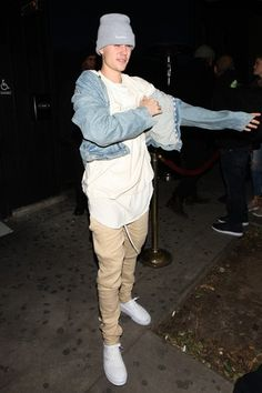Justin Bieber - Having a hard time with all the flashes after a party at the Nice Guy