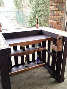 Pallet Outdoor Furniture 87 Epic Pallet Bar Ideas to Embrace for Your Event - Pallets are a great resource for diy projects that require wood as they`re easy to find, inexpensive andmodular, a free resource for pallet bar ideas! Bar Pallet, Palet Bar, Outdoor Pallet Bar, Outdoor Cooler, Pallet Patio, Wooden Pallet Furniture, Bar Furniture, Wooden Pallets, Handmade Furniture