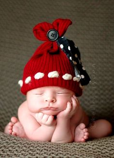 Newborn baby announcement photography Toni Kami ~•❤• Bébé •❤•~ red knit hat