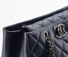 Grand sac shopping en cuir... - CHANEL