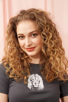 Spiral Perm: 24 Modern Ways to Wear this Curly Style Permed Hair Medium Length, Shoulder Length Permed Hair, Spiral Perm Short Hair, Short Permed Hair, Curly Perm, Curly Hair Care, Curly Hair Styles, Spiral Perms, Perm Hair