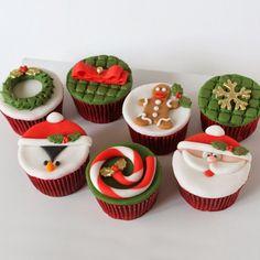 Risultati immagini per cupcakes natal Fondant Christmas Cake, Christmas Topper, Christmas Cake Decorations, Xmas Cakes, Christmas Snacks, Xmas Food, Christmas Baking, Christmas Cookies, Fondant Cupcake Toppers