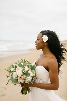 Windswept bridal hairstyle for beach bride Rustic Wedding Hairstyles, Bride Hairstyles, Modern Hairstyles, Short Hairstyles, Wedding Poses, Wedding Bride, Wedding Blog, Wedding Portraits, Spring Wedding
