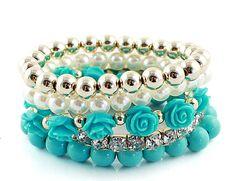 Set di bracciale color turchese con perline, rose e strass acquistalo qui: http://www.savelgo.it/essentialboutique/photos/accessori/accessoridonna#!/accessoridonna/products/bracciale/setdibracciali